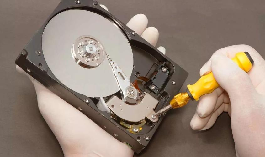 Важные аспекты восстановления информации с поврежденных дисков и карт памяти